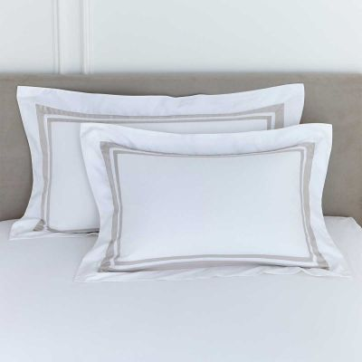 Pair of Venice Oxford Pillowcases - 400 Thread Count - White/Putty