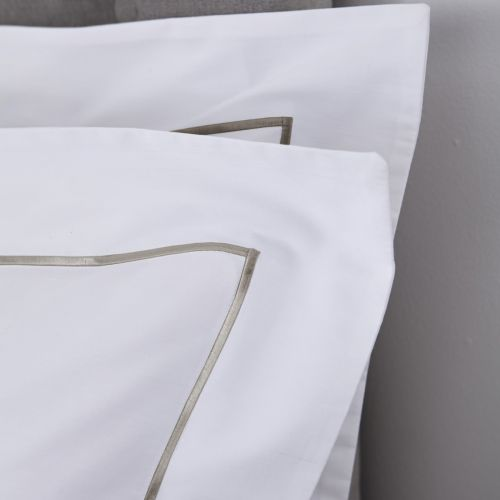 Pair Of Greenwich Pillowcases - 200 TC - Cotton - White/Mink