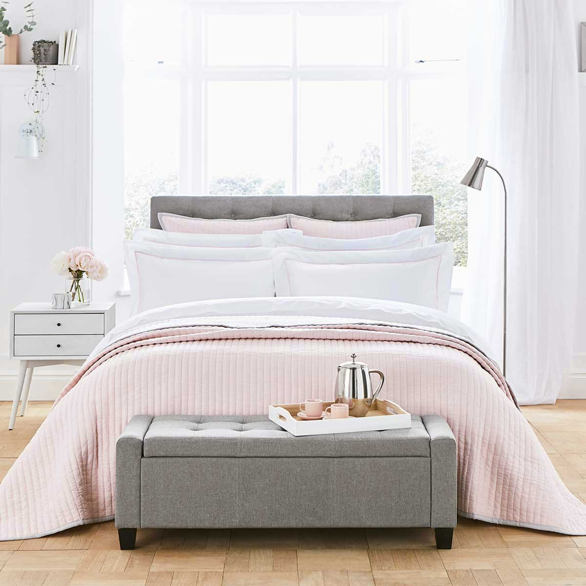 How to introduce a Pop of Pink to your bedroom