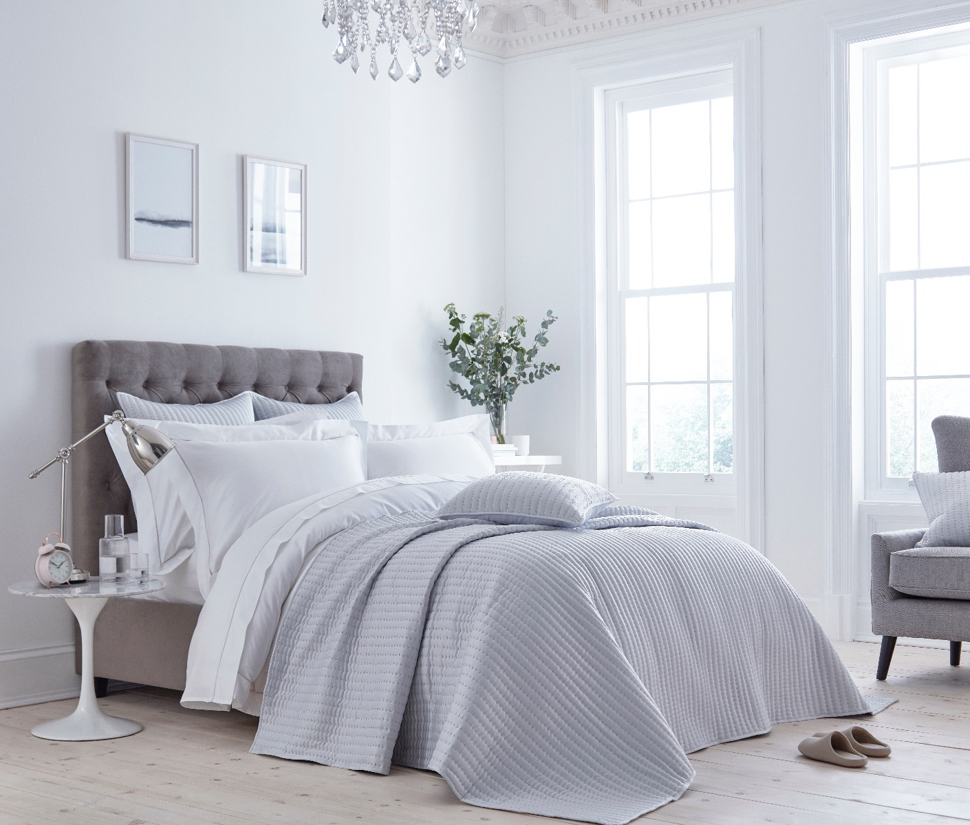 Manhattan Bedspread in Silver