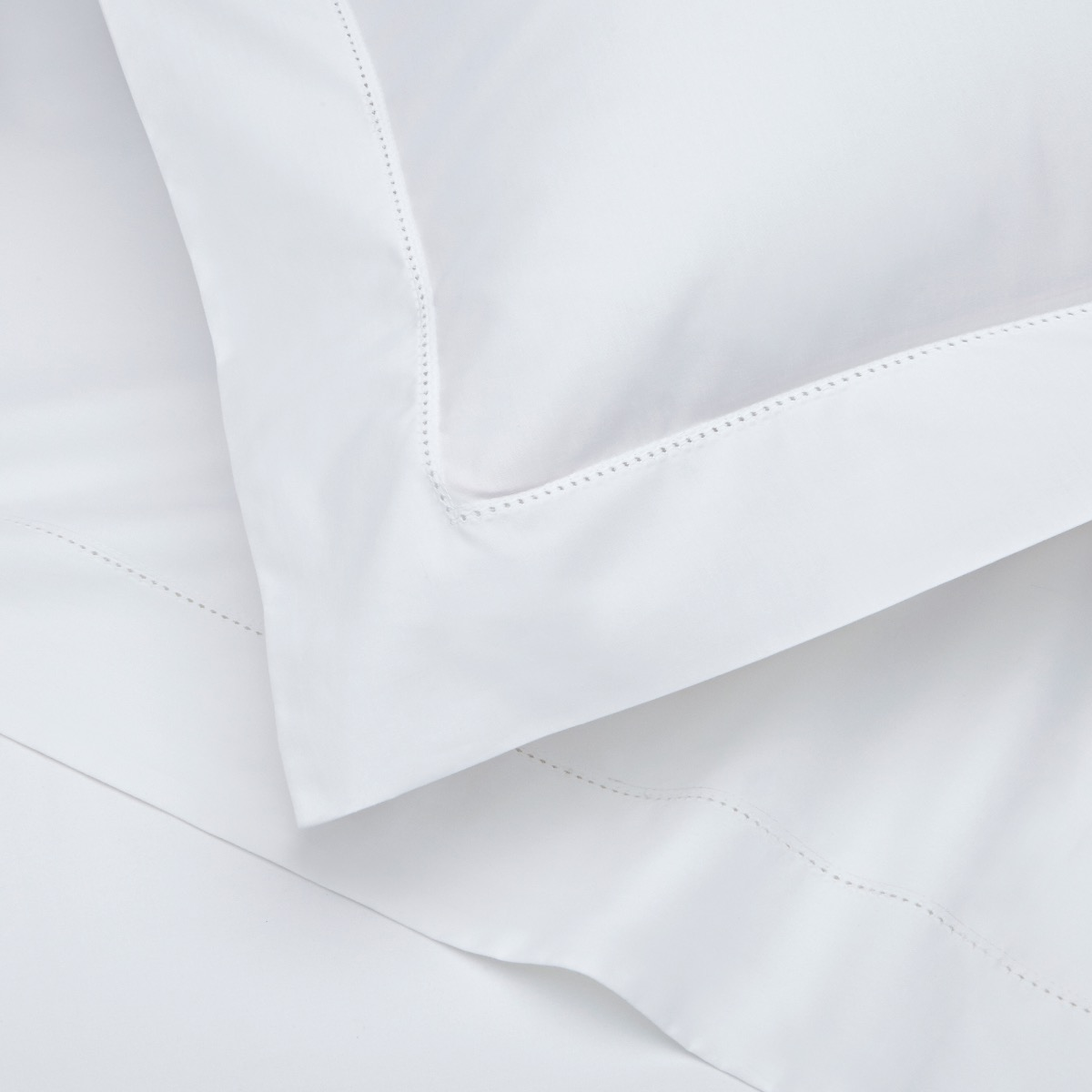 Richmond white bedding